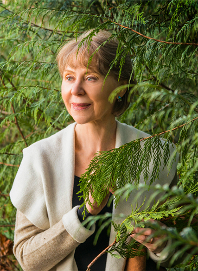 Linda Seagraves Headshot